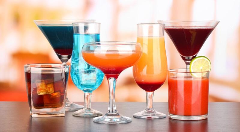 Das Spektrum reicht vom Schnapsglas, dem Pinnchen bis hin zum Maß beim Oktoberfest. Art, Zahl und Vielfalt der Artikel sind recht groß. ( Foto: Shutterstock- Africa Studio)