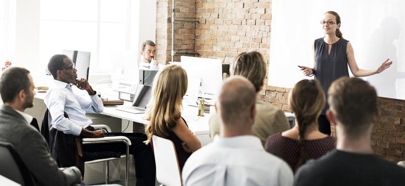 Die Zeit der Kurzarbeit können Angestellte aber auch für die eigene Weiterbildung nutzen. ( Foto: Shutterstock- Rawpixel.com)