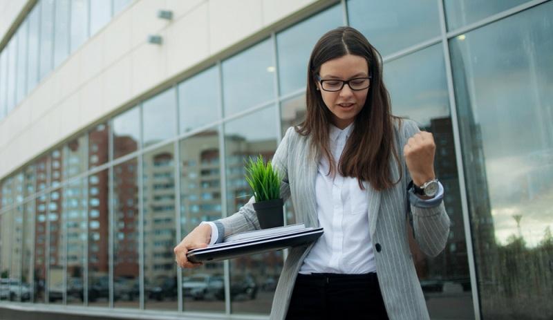 Nach der Vermittlung einer Arbeitsstelle durch einen privaten Arbeitsvermittler kann die erste Rate des AVGS ausgezahlt werden.  ( Foto: Shutterstock-Trismegist san)
