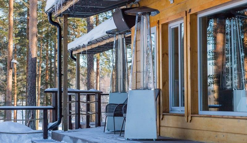 Man kennt Sie ursprünglich aus der Gastronomie – doch mittlerweile sind Terrassenheizstrahler auch sehr beliebte Geräte auf privaten Terrassen. (Foto: Shutterstock-Yulia YasPe )