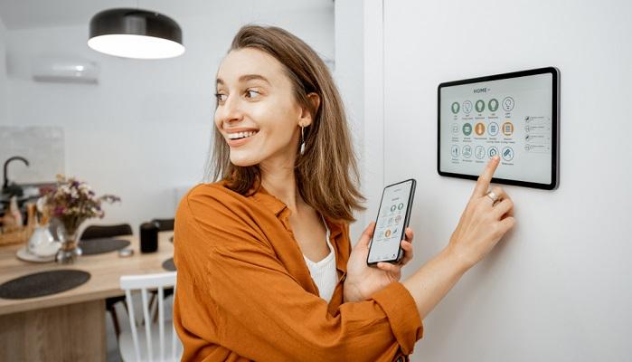 Das Smart Home ist in aller Munde und wird von immer mehr Menschen gern genutzt. ( Foto: Shutterstock-RossHelen)